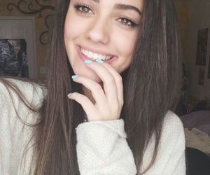 tumblr, pretty, and brunette image