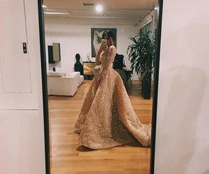 dress and madison beer image