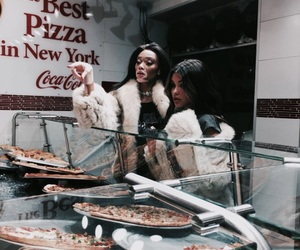 model, madison beer, and pizza image