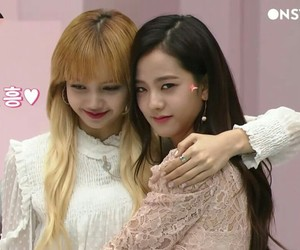 lisa and jisoo image