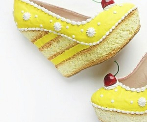 shoes, yellow cake, and shoesbakery image