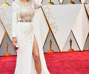 oscar, red carpet, and chrissy teigen image