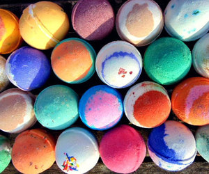 bath, bath bombs, and colors image