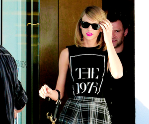 Taylor Swift, the 1975, and singer image