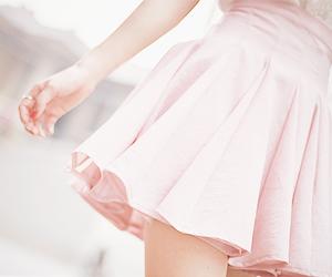 girl, pink, and kfashion image