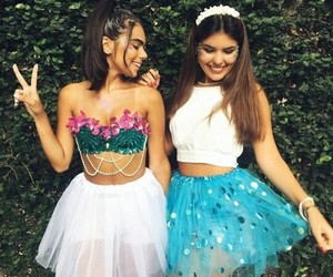 girls, carnaval, and friends image