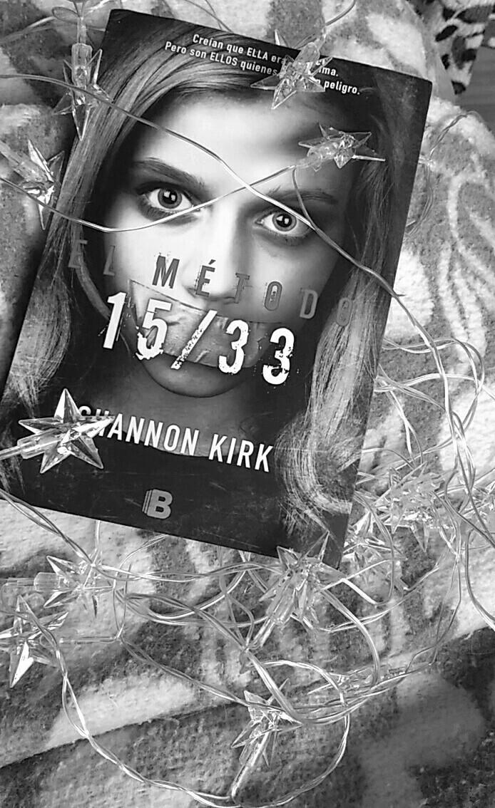 books, black&white, and fotografía image