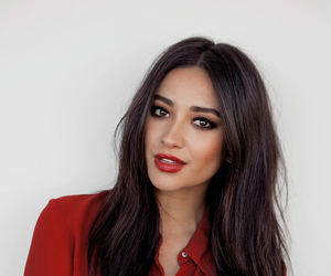 shay mitchell and pretty little liars image