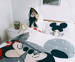 bed, home, and disney image