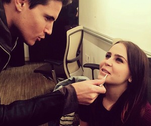 robbie amell, the duff, and mae whitman image