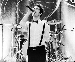 brendon urie, live, and ryan ross image