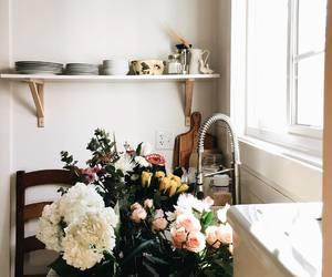 cozinha, flores, and objetos image