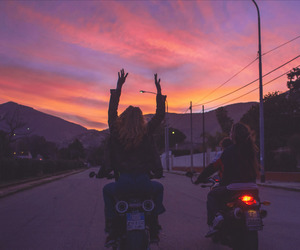 sunset, friends, and aesthetic image