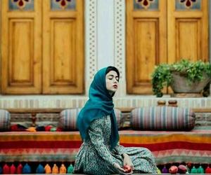 بُنَاتّ, حجاب, and شرقيات image