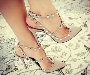 pumps and Valentino image