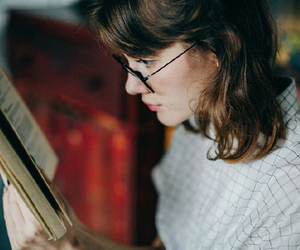 beautiful, reading, and woman image