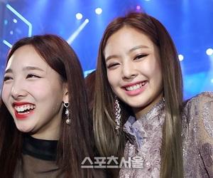 twice, jennie, and nayeon image