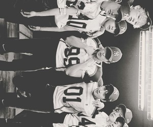 exo and love me right image