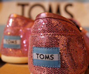 toms, pink, and shoes image