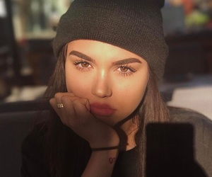 maggie lindemann and makeup image