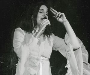 singing and ️lana del rey image