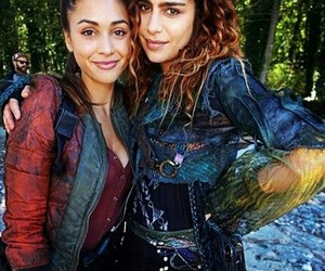the 100, luna, and raven reyes image
