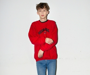troye sivan and red image