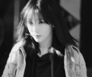 black and white, icons, and taeyeon image