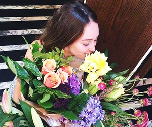 alycia debnam carey and flowers image