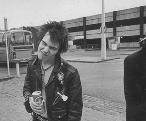 johnny rotten, sex pistols, and sid vicious image