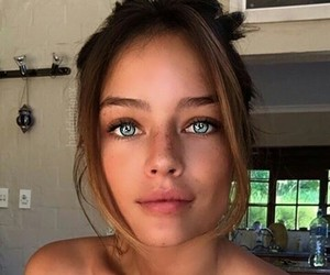 full lips, tanned, and photoshop image