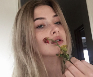 girl, tumblr, and flowers image