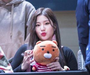 hyeyeon, cho hye-yeon, and 조혜연 image