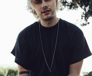 michael clifford image
