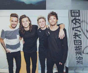 wallpaper, lockscreen, and one direction image