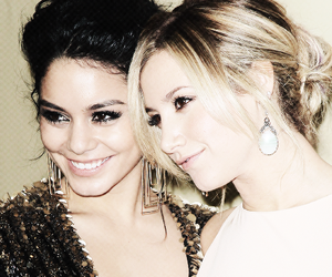 vanessa hudgens, ashley tisdale, and friends image
