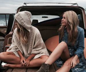 best friends, blonde, and stylé image
