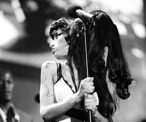 Amy Winehouse, b&w, and beautiful image
