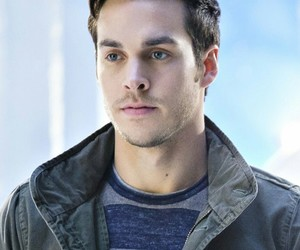 Supergirl, containment, and mon el image