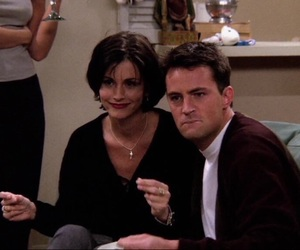 90s, chandler bing, and courtney cox image