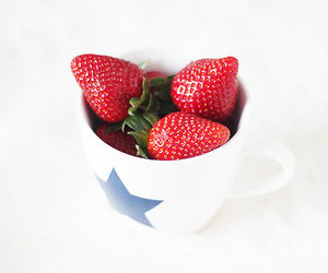 fruit and strawberries image