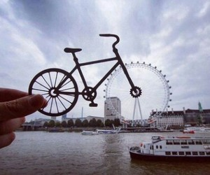 bycicle, london, and london eye image