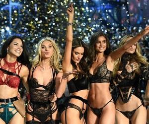 model, taylor hill, and Victoria's Secret image