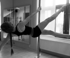 poledance, begginer, and poledance begginer image