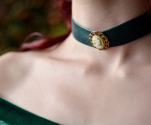 choker and velvet image