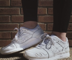 asics, pieds, and shoes image