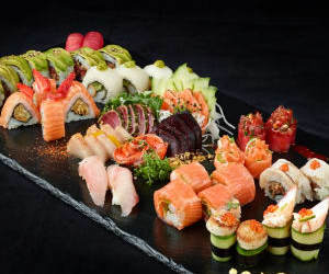 food, nouriture, and sushi image