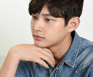 lee seo won image