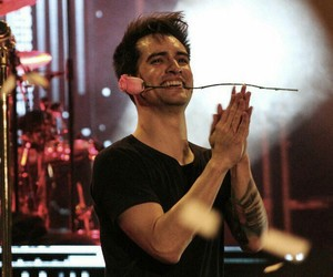beautiful, brendon urie, and concert image