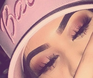 makeup, pink, and eyebrows image